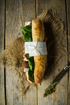Photo culinaire - Sandwich poulet-pesto